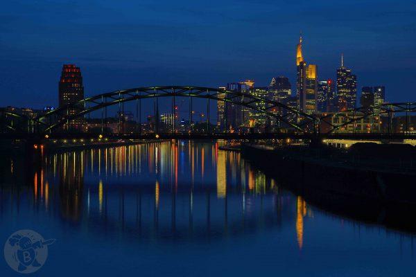 Abendskyline am Main in Frankfurt   © Die Buben - Oliver Bube
